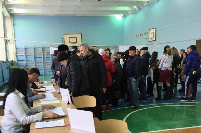 В Тюмени на избирательных участках - очереди.