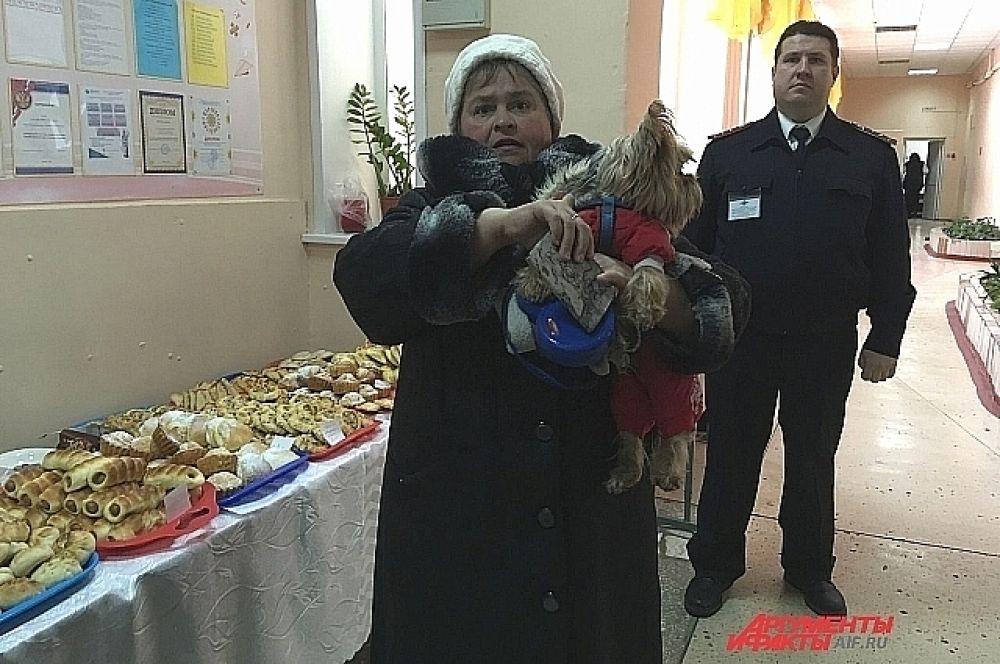 В Ижевске избиратели приходят на участки даже с домашними питомцами.