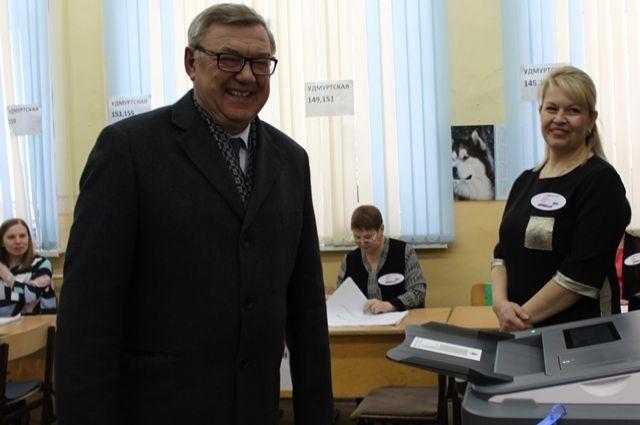 По его словам, от активности горожан, от того, каким будет выбор ижевчан, во многом зависит будущее России.