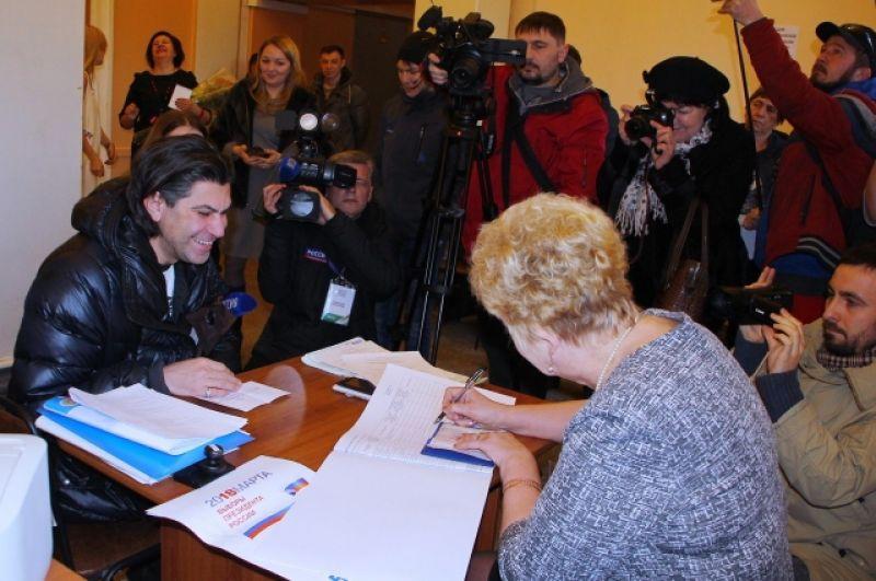 Николай Цискаридзе был во Владивостоке с рабочим визитом. Здесь же и проголосовал.