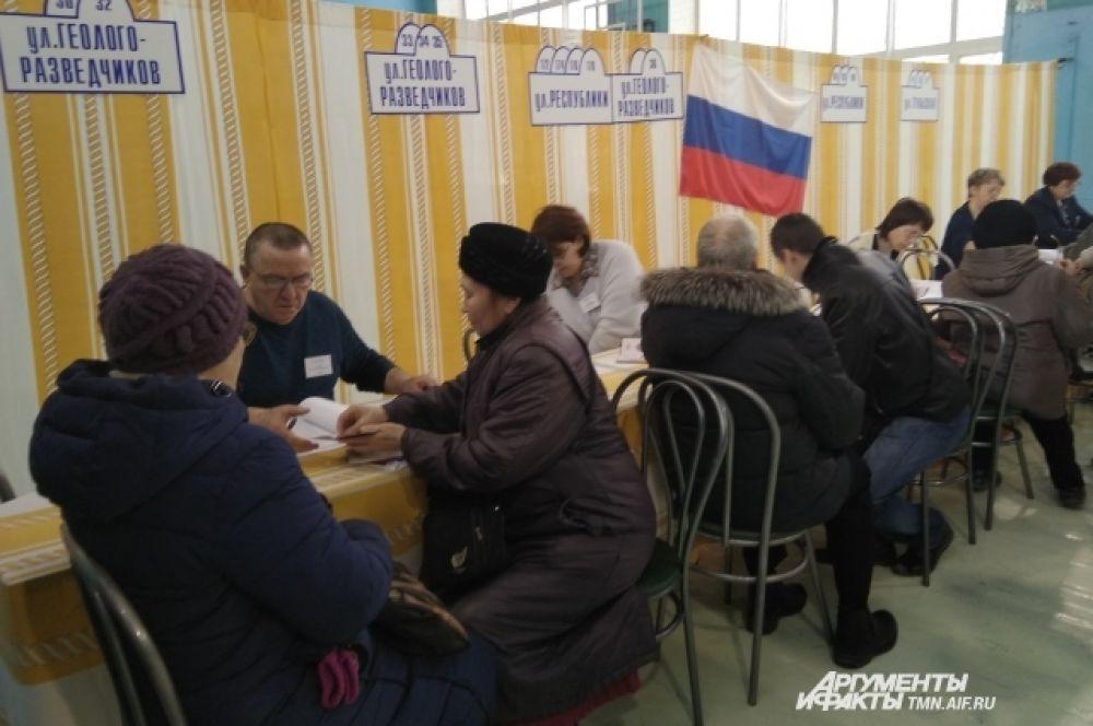 Очень удобные адресники на избирательных участках в Тюмени.
