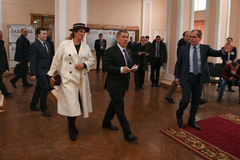 Рустам Минниханов пришел на выборы в КНИТУ-КАИ, где прикреплен.