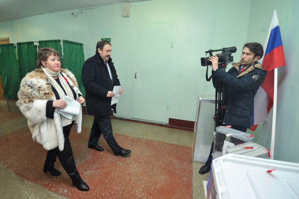 Председатель Правительства РТ Алексей Песошин исполнил свой гражданский долг в избирательном участке №241, расположенном в Ново-Савиновском районе Казани. На участок Алексей Песошин прибыл вместе с супругой.