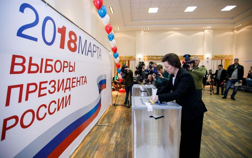 Проголосовала в числе первых губернатор Югры Наталья Комарова