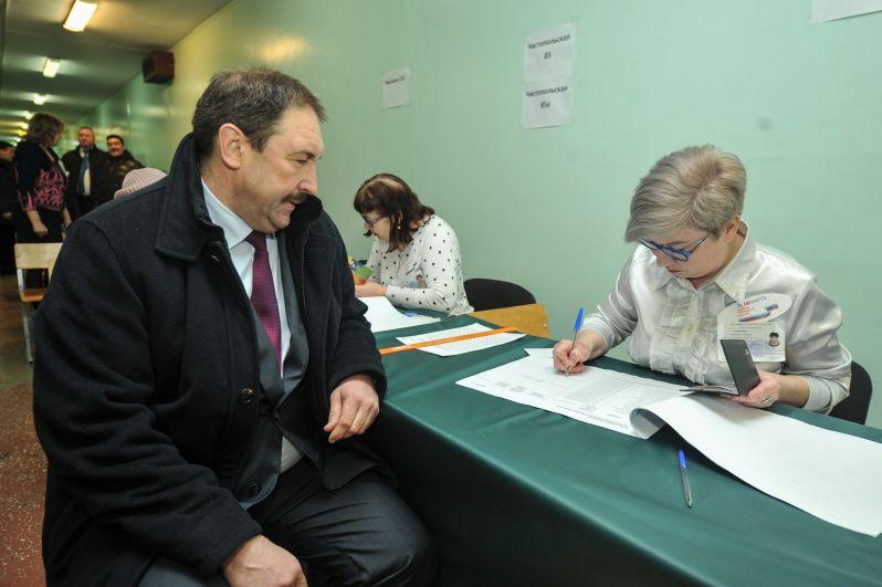 Алексей Песошин уже утром побывал на избирательном участке.