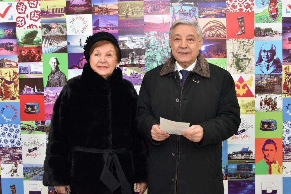 Фарид Мухаметшин сфотографировался на фоне специального баннера