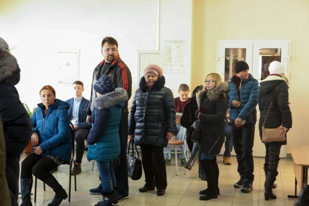 На избирательных участках выстраивались очереди.
