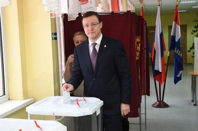 Врио губернатора Самарской области Дмитрий Азаров принял участие ввыборах Президента России