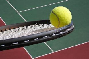 Как молодые, так и пожилые теннисисты играли честно, никто не поддавался.