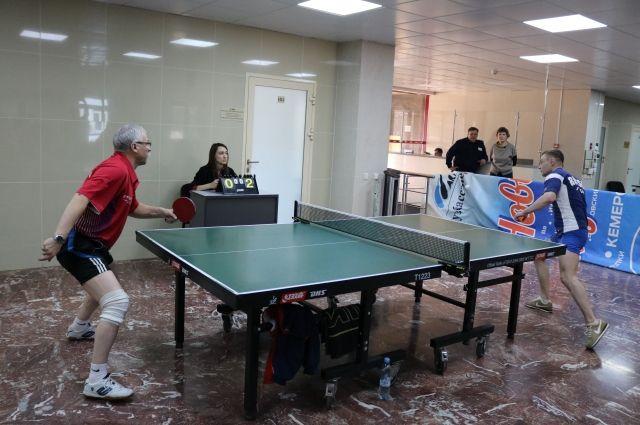 Энергетики Кузбасса сыграли в настольный теннис.
