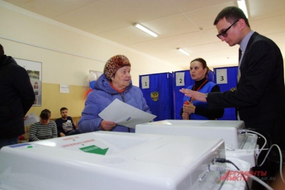 Люди приходили на избирательные участки самого разного возраста