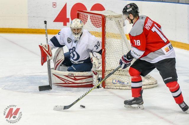 Новокузнечане разгромили питерский «Динамо» на домашнем льду.