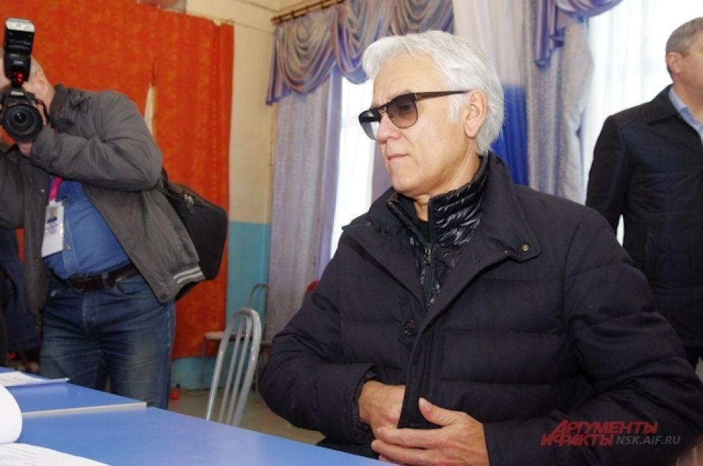 Экс-вокалист Gorky park приехал в Новосибирск чтобы спеть на празднике, посвященном годовщине воссоединения Крыма к России