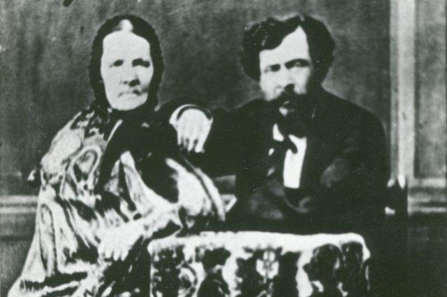 Авдотья Ларионовна и Александр Николаевич Мозгалевские, жена и сын декабриста Николая Осиповича Мозгалевского.