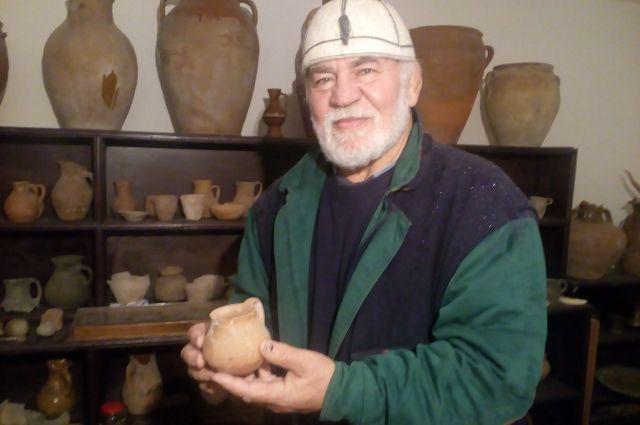 Полвека Адам Сатуев собирал экспонаты для своего музея
