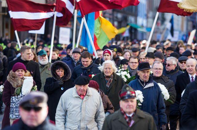 Участники марша бывших латышских легионеров «Ваффен СС» и их сторонников в Риге.