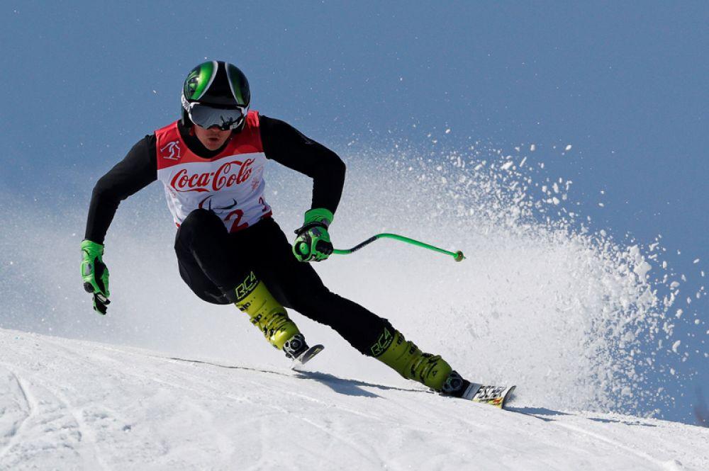 Горнолыжник Алексей Бугаев завоевал золотую медаль в суперкомбинации и серебро в гигантском слаломе.