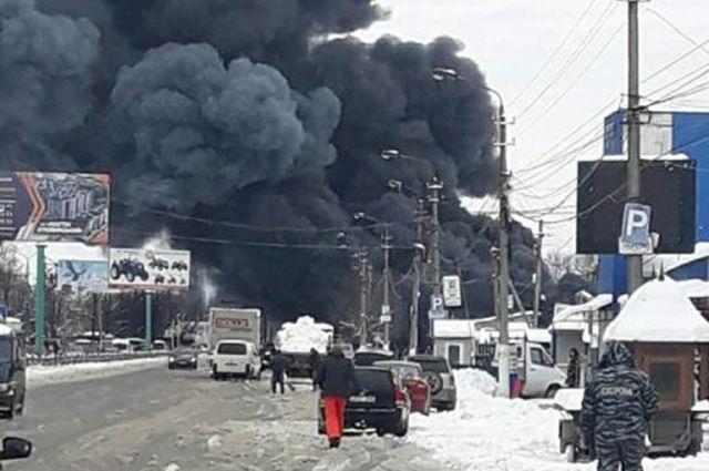 В Черновцах на Калиновском рынке разгорелся масштабный пожар