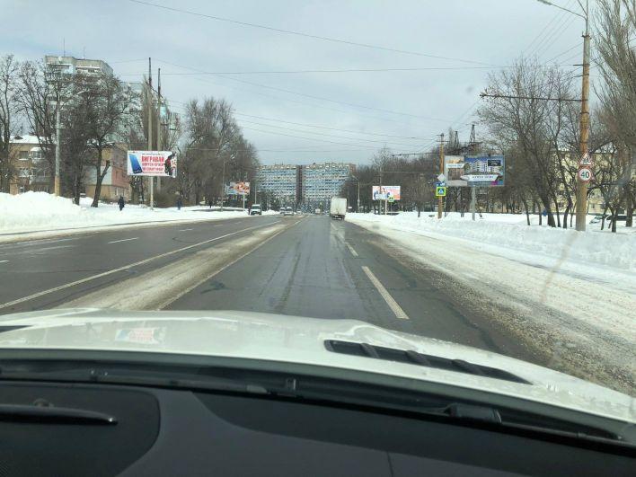 К счастью, ближе к 12 часам дня многие дороги и трассы Днепра были уже расчищены от снега. Правда, ненадолго - по прогнозам синоптиков, в среду, 21 марта в городе вновь ожидают метель.