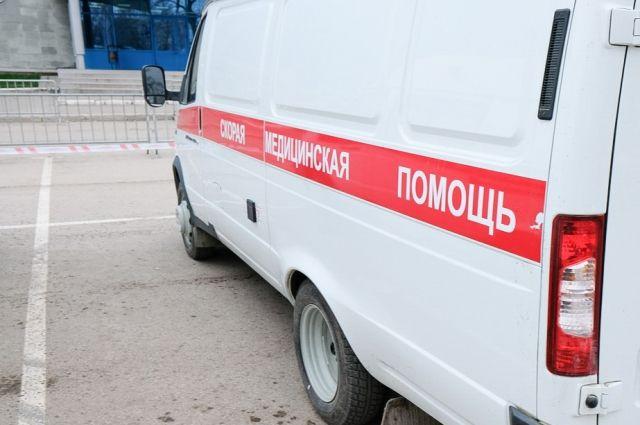 В Прокопьевске перевернулась «скорая помощь», 4 человека травмированы.
