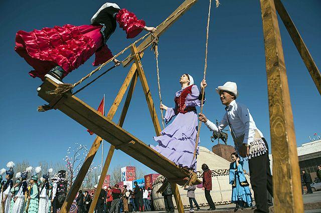 Навруз в некоторых странах отмечают целую неделю, и каждый день приносит новые развлечения.