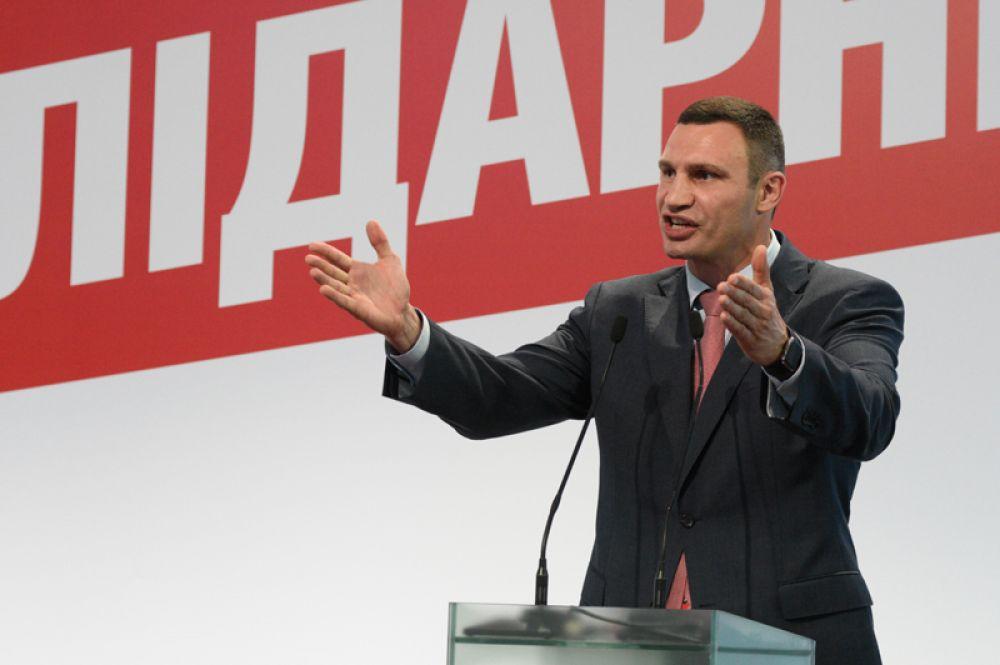 Боксер-профессионал, выступавший в тяжелой весовой категории, Виталий Кличко с 2014 года занимает пост Киевского городского главы.