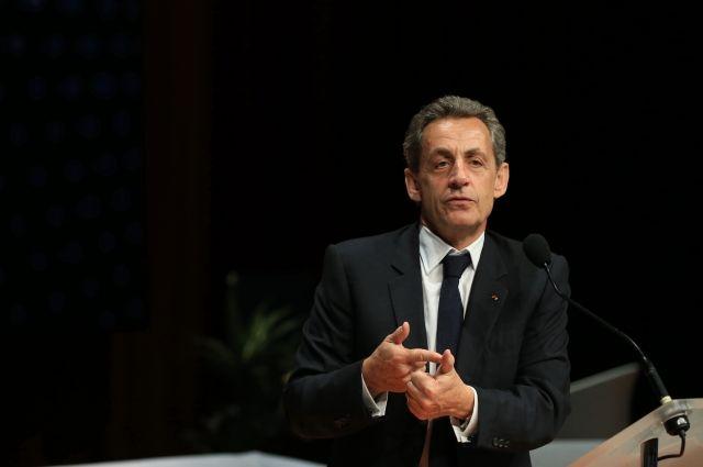 СМИ: полиция допрашивает Саркози и его помощника