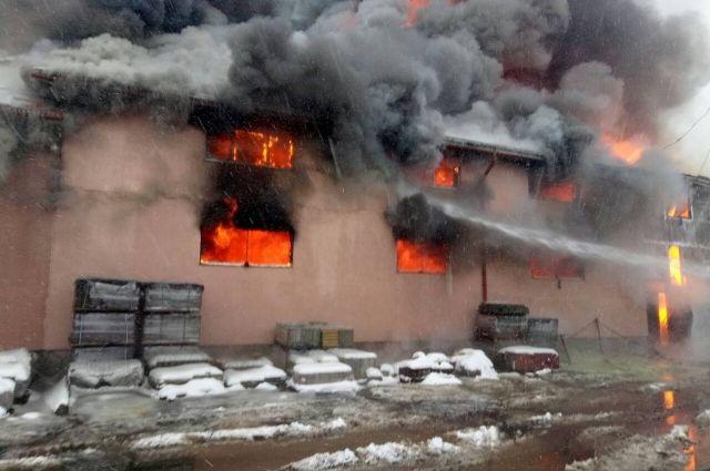 ВЗакарпатской области вспыхнул масштабный пожар в коммерческом центре