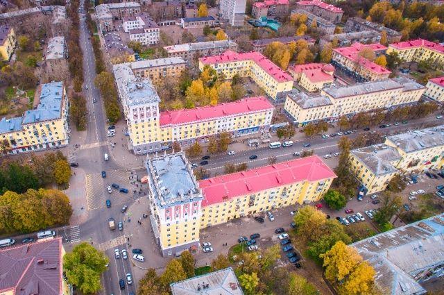 Крыши в городе должны быть цвета шоколада, тёмной вишни и терракот.