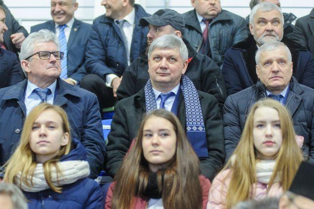 Врио губернатора Александр Гусев побывал на праздничном открытии ледовой арены.