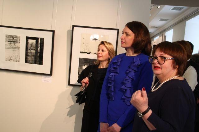 Директор музея Лариса Тимкова рассказывает Оксане Фадиной о новой экспозиции.
