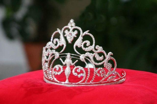 Конкурс красоты для трансгендеров «Королева королев» проходил гладко.  Однако в финале, во время вручения наград, Кристиана Карилло, получившая  второе место, ... 63118eaf7f7
