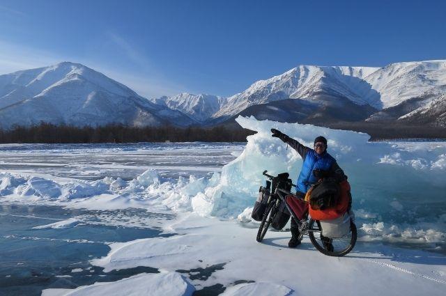 Руководитель велоэкспедиции Василий Орлов на Байкале.
