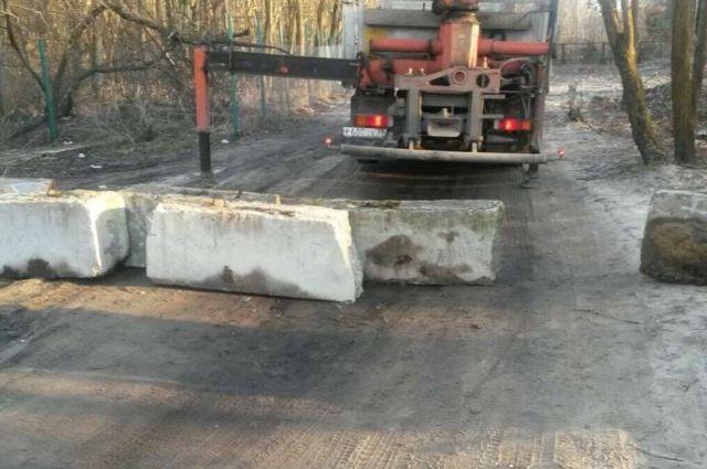 Путь к морю в районе Куршской косы перекрыли бетонными блоками.