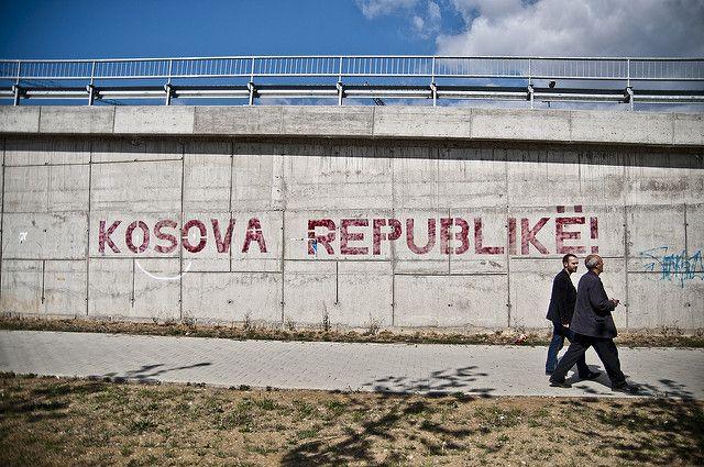 Впарламенте Косово распылили слезоточивый газ