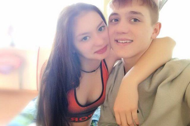 Оба подростка из благополучных семей.