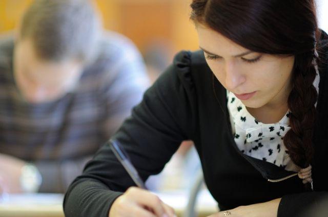 Кубанские школьники сдают ЕГЭ порусскому языку