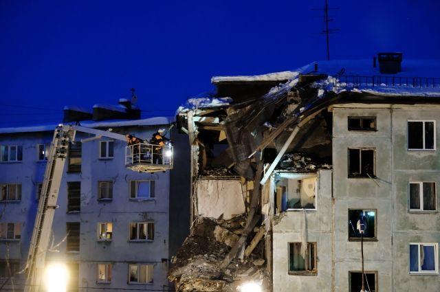 Эксперты приступили к обследованию дома в Мурманске, где взорвался газ