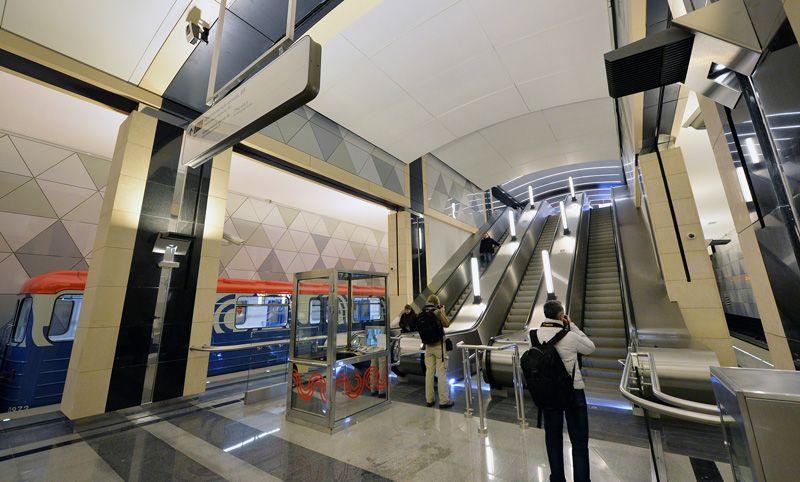 Эскалатор на открывшейся станции метро «Селигерская» Люблинско-Дмитровской линии.