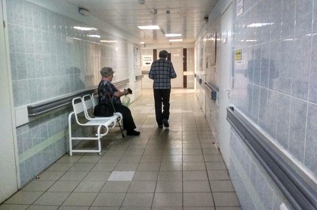 Врачи признаются, что мест в больницах катастрофически не хватает.