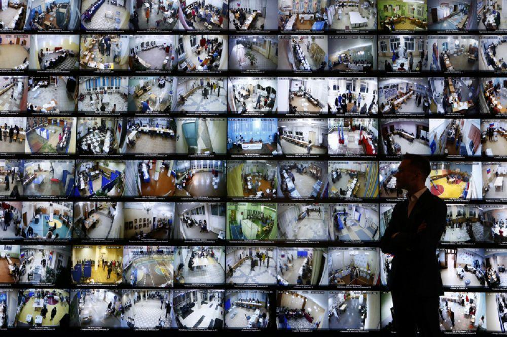 Прямая трансляция избирательных участков во время президентских выборов 2018 года в ЦИК, Москва, Россия.