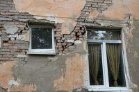 В Омске почти 200 аварийных домов.