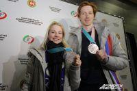 Евгения и Владимир в Казани с медалями Олимпиады.