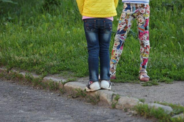 Детям рассказали, как правильно и безопасно переходить дорогу, как вести себя во дворе и почему игры вблизи с проезжей частью могут привести к трагедии.