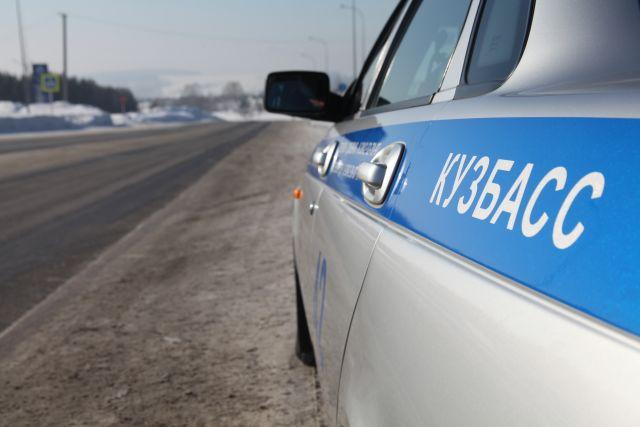 В Кемерове на пешеходном переходе сбили женщину.