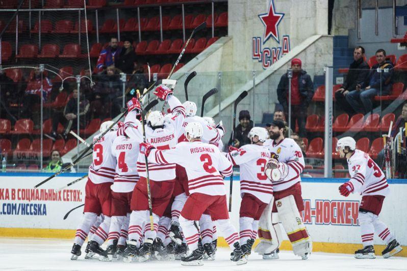 Игроки «Йокерита» радуются победе в матче 1/2 финала плей-офф Кубка Гагарина Континентальной хоккейной лиги.