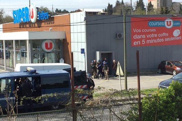 При захвате заложников всупермаркете воФранции погибли 4 человека | теракт, франция