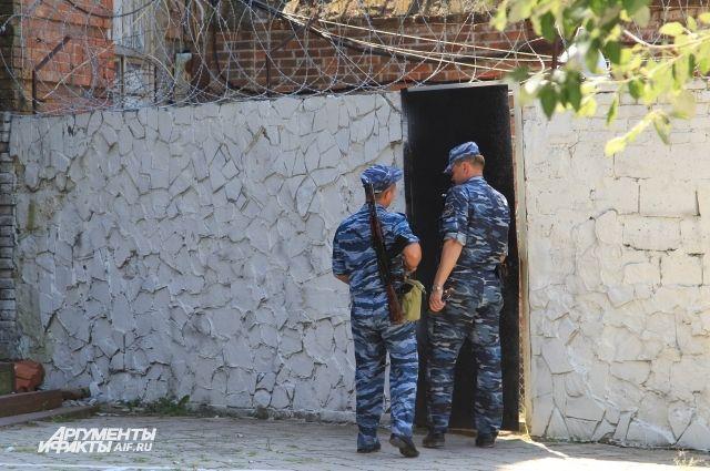 В Калининграде сотрудника ИК обвинили в избиении осужденного.