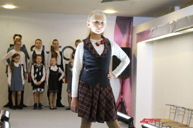 Юные модели показали, как нужно одеваться в школу