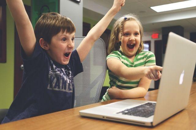 В каком возрасте стоит допускать ребёнка к планшету или компьютеру?